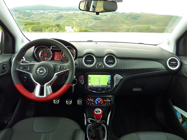 Opel adam si rivela una citycar alla moda for Opel adam s interieur