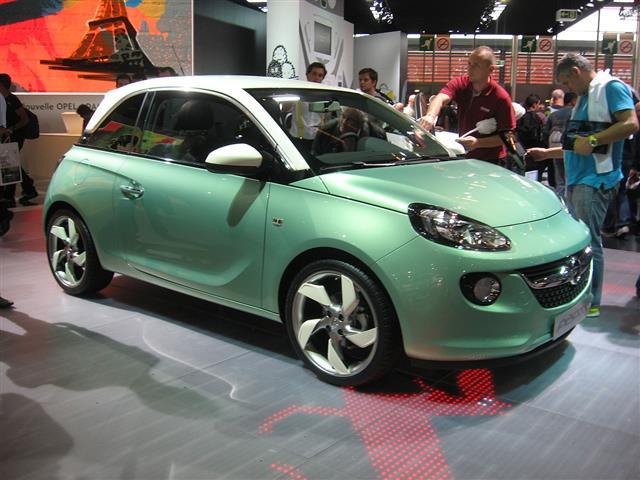Opel Adam si rivela una citycar alla moda