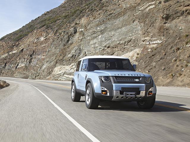 Land Rover Defender DC100 vs Ford Troller T4