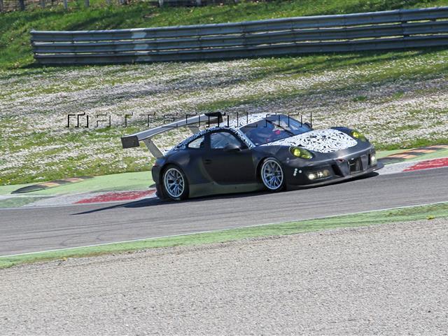 Porsche 911 GT3 R si presenta al Nurburgring