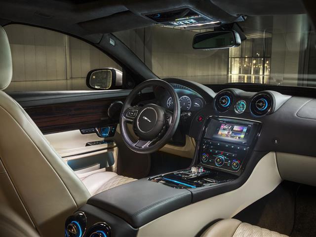 Jaguar XF 2015: più lunga e leggera